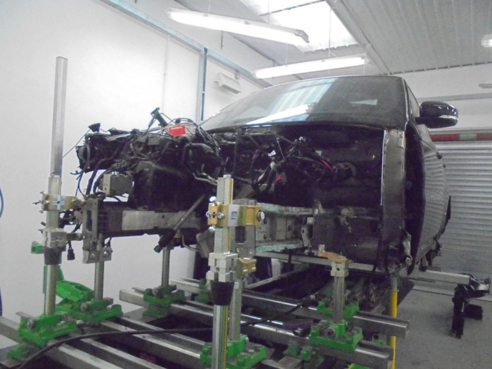 YH14JPX RANGE ROVER ON JIG FOR CHASSIS WORK 001